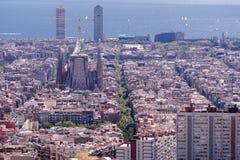 巴塞罗那` s正方形美丽的景色扎营与著名大教堂作为顶面点 免版税库存图片