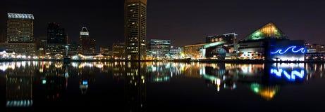 巴尔的摩港口晚上全景 库存图片
