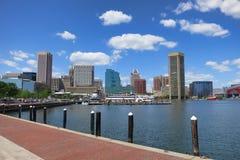 巴尔的摩街市港口内在马里兰地平线 免版税库存照片