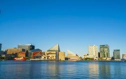 巴尔的摩, md,美国 09-07-17 :晴朗的da的巴尔的摩内在港口 库存照片