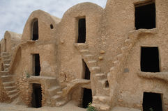 巴巴里人筑了堡垒于粮仓ksour medenine传统突&#2 免版税图库摄影