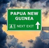 巴布亚新几内亚反对清楚的天空蔚蓝的路标 免版税库存图片