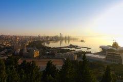 巴库市美丽的景色从高公园的 库存图片
