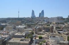 巴库市,阿塞拜疆的首都地平线里海的 库存照片