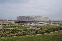 巴库,阿塞拜疆:比赛天在巴库奥林匹克体育场 有绿叶在巴库奥林匹克体育场附近 免版税图库摄影