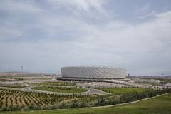 巴库,阿塞拜疆:比赛天在巴库奥林匹克体育场 有绿叶在巴库奥林匹克体育场附近 图库摄影