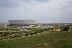 巴库,阿塞拜疆:比赛天在巴库奥林匹克体育场 有绿叶在巴库奥林匹克体育场附近 免版税库存图片