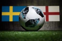巴库,阿塞拜疆- 2018年7月04日:创造性的概念 官员俄罗斯2018年世界杯橄榄球球爱迪达在绿色gr的Telstar 18 免版税库存照片