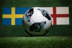 巴库,阿塞拜疆- 2018年7月04日:创造性的概念 官员俄罗斯2018年世界杯橄榄球球爱迪达在绿色gr的Telstar 18 库存照片