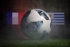 巴库,阿塞拜疆- 2018年7月01日:创造性的概念 官员俄罗斯2018年世界杯橄榄球球爱迪达在绿色gr的Telstar 18 库存照片