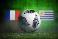 巴库,阿塞拜疆- 2018年7月01日:创造性的概念 官员俄罗斯2018年世界杯橄榄球球爱迪达在绿色gr的Telstar 18 免版税库存照片