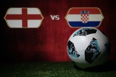 巴库,阿塞拜疆- 2018年7月08日:创造性的概念 官员俄罗斯2018年世界杯橄榄球球爱迪达在绿色gr的Telstar 18 图库摄影