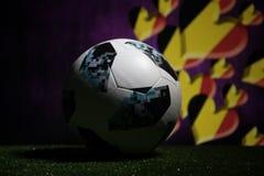 巴库,阿塞拜疆- 2018年7月08日:创造性的概念 官员俄罗斯2018年世界杯橄榄球球爱迪达在绿色gr的Telstar 18 库存照片
