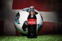 巴库,阿塞拜疆- 2018年7月01日:创造性的概念 官员俄罗斯2018年世界杯橄榄球球爱迪达Telstar 18和古柯Co 免版税图库摄影