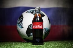巴库,阿塞拜疆- 2018年7月01日:创造性的概念 官员俄罗斯2018年世界杯橄榄球球爱迪达Telstar 18和古柯Co 库存照片