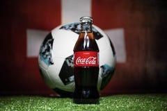 巴库,阿塞拜疆- 2018年7月01日:创造性的概念 官员俄罗斯2018年世界杯橄榄球球爱迪达Telstar 18和古柯Co 图库摄影