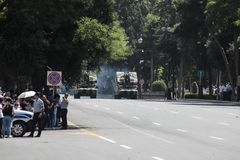 巴库,阿塞拜疆- 2018年6月26日-军事游行在巴库,阿塞拜疆在军队天 庆祝胳膊的100th周年阿塞拜疆 免版税库存图片