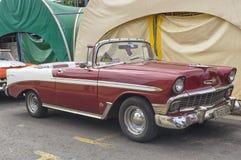 巴拉德罗角,古巴- 2018年1月05日:一辆减速火箭的经典红色福特汽车 免版税库存图片