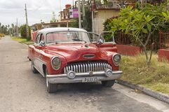 巴拉德罗角,古巴- 2018年1月05日:一辆减速火箭的经典美国汽车 图库摄影