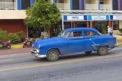 巴拉德罗角,古巴- 2018年1月05日:经典美国减速火箭的汽车ri 图库摄影