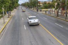 巴拉德罗角,古巴- 2018年1月05日:经典美国减速火箭的汽车ri 免版税图库摄影