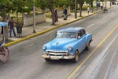 巴拉德罗角,古巴- 2018年1月05日:经典美国减速火箭的汽车ri 免版税库存照片