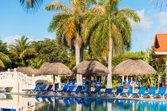 巴拉德罗角,马坦萨斯,古巴- 2017年5月18日:游泳池的看法在站点的 复制文本的空间 免版税图库摄影