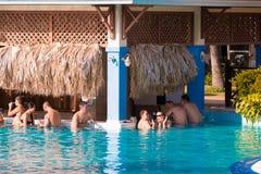 巴拉德罗角,马坦萨斯,古巴- 2017年5月18日:酒吧的看法 在水池的酒吧 复制文本的空间 免版税库存照片