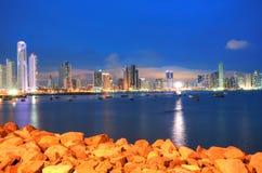 巴拿马市在微明下 免版税图库摄影