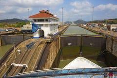 巴拿马运河的第一把锁从太平洋的 免版税库存图片
