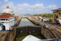 巴拿马运河的第一把锁从太平洋的 图库摄影