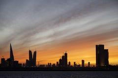 巴林地平线美丽的景色在平衡几小时期间的在日落 库存图片