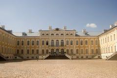 巴洛克式的城堡拉脱维亚rundale 图库摄影