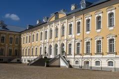 巴洛克式的城堡拉脱维亚rundale 免版税库存图片