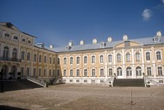 巴洛克式的城堡拉脱维亚rundale 免版税库存照片