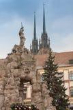 巴洛克式的帕纳斯喷泉和圣诞树 库存照片