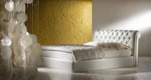 巴洛克式的样式卧室 免版税库存图片