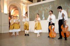巴洛克式的舞蹈在波兰 免版税库存照片