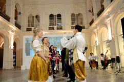 巴洛克式的舞蹈在波兰 图库摄影