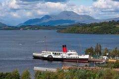 巴洛赫,苏格兰- 2007年9月05日:显示洛蒙德湖、本洛蒙德和海湾的佣人的洛蒙德湖全景 免版税库存照片