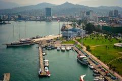 巴统与小船和客运枢纽站的海港 佐治亚 免版税库存图片