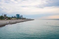 巴统,乔治亚- 16 06 2018年:海滩的很少人在巴统 免版税库存照片