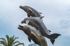 巴统,乔治亚- 16 06 2018年:海豚雕象在巴统,乔治亚 免版税库存照片