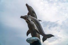 巴统,乔治亚- 16 06 2018年:海豚雕象在巴统,乔治亚 免版税库存图片