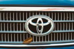 巴统,阿扎尔,乔治亚 商标丰田的略写法标志接近的看法  免版税库存照片