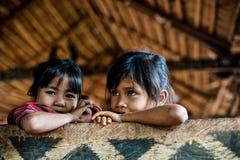 巴色,老挝, 8月14日:未认出的老挝一点在hous 免版税库存图片