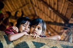 巴色,老挝, 8月14日:未认出的老挝一点在hous 免版税库存照片