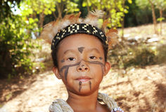 巴西打扮典型女孩的印地安人 免版税图库摄影
