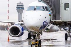 巴西航空工业公司E喷气机布塔空中航线190  机场普尔科沃,俄罗斯圣彼德堡 2017年10月30日 库存图片