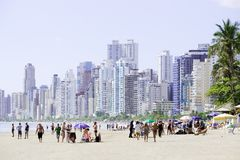 巴西, Balneario Camboriu, 02 11 2017年:美好的海滩视图机智 免版税库存照片